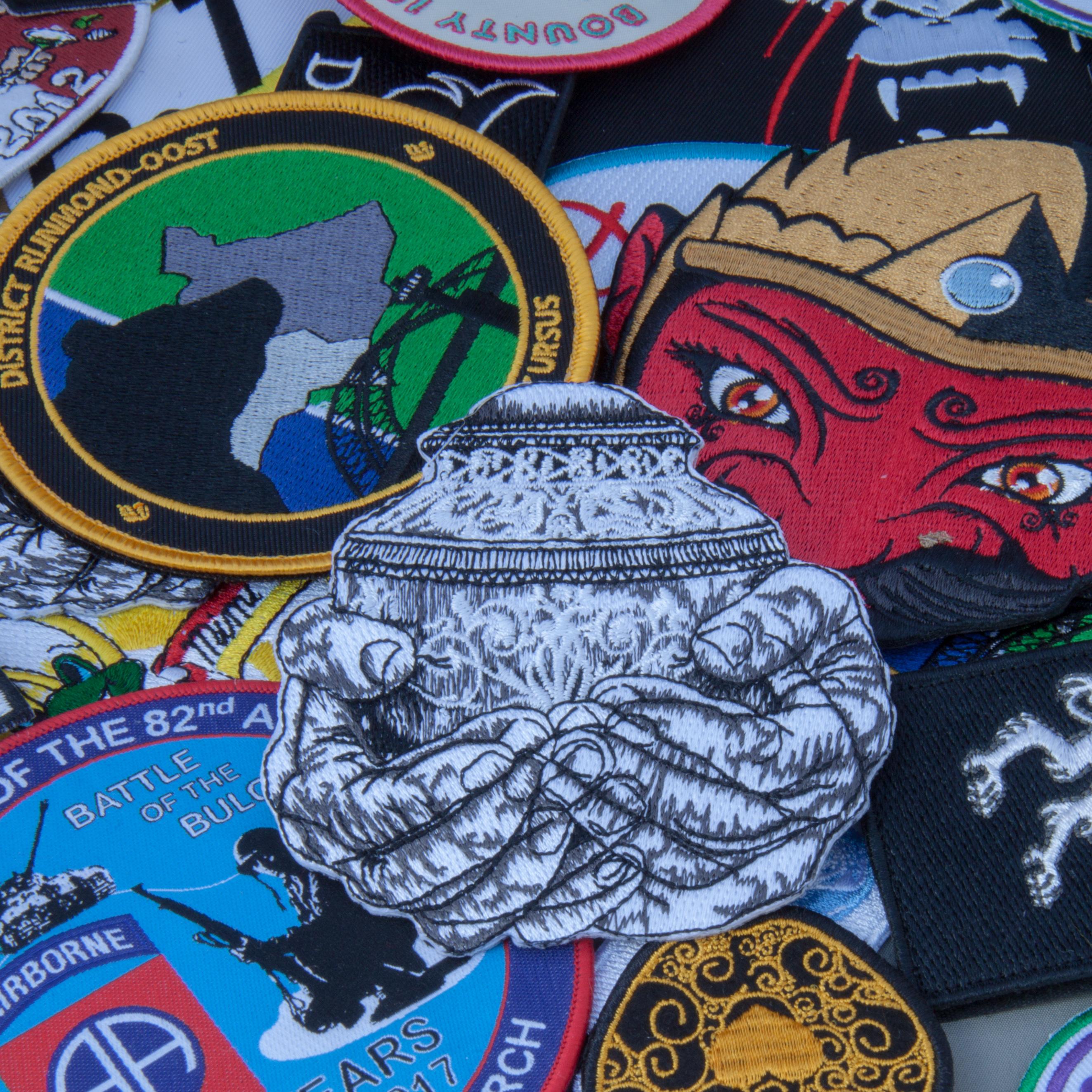 <B>10x10cm, geborduurde badges emblemen insigns</B>